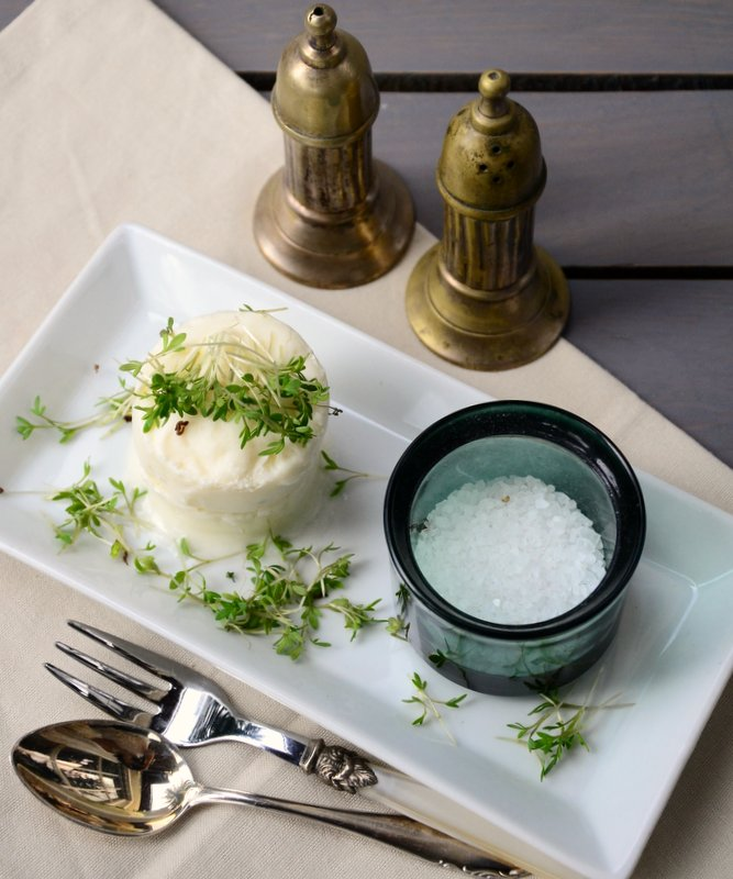 Sellerie-Buttermilch-Mousse