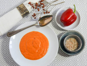 Cremige, rote Paprikasuppe